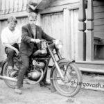 Мальчишки на мотоцикле