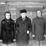 Катя, Саша и их родственница Нина