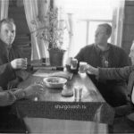 Мужики за столом
