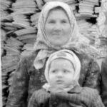 Баба Катерина с внучкой